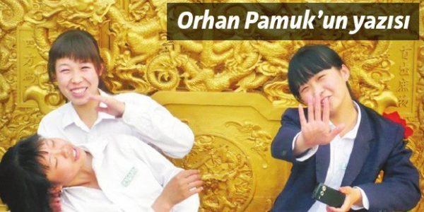 """Orhan Pamuk'un Taraf Gazetesindeki """"Niye çekiyorsun bu fotoğrafı?"""" Başlıklı Yazısı"""