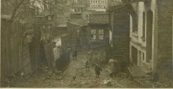 Ahmet Mithat Efendi'nin doğduğu evin bulunduğu mahallenin ve bir süre yaşadığı Beykoz'daki yalısının fotoğrafları